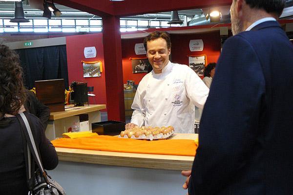 2007 Modena Gusto Balsamico Degustazione di Succo di frittata d'uova con Parmiggiano Reggiano Fuso e Balsamico Tradizionale DOP